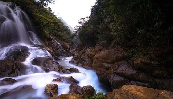 El medio ambiente es el conjunto de factores bióticos y abióticos que permite la interacción de los organismos vivos presentes en el mismo.
